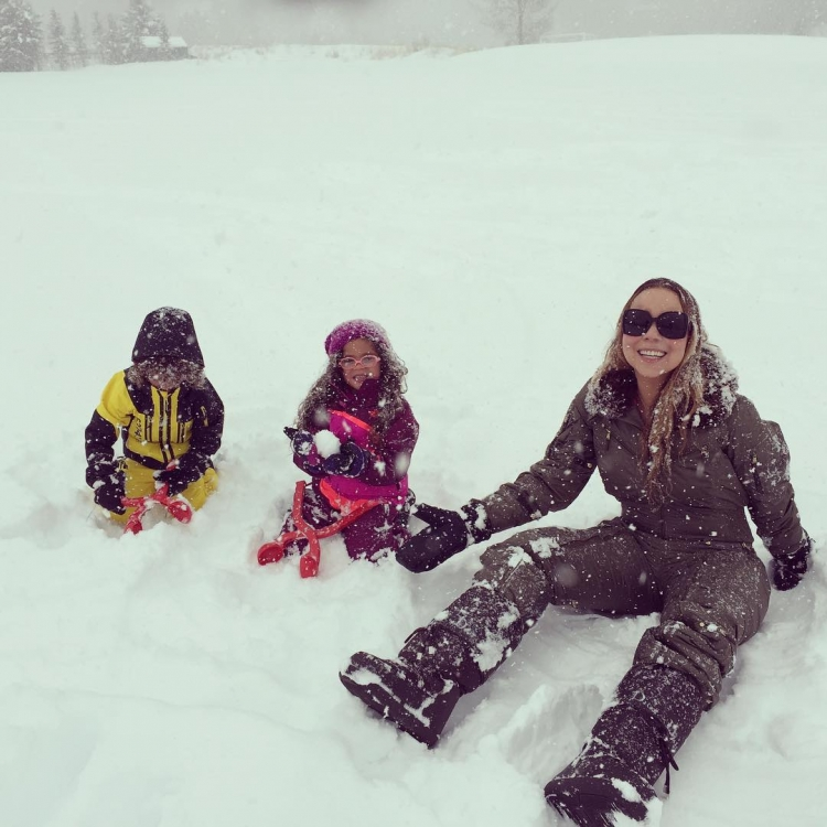 Мэйрайя Кэри с детьми в Аспене