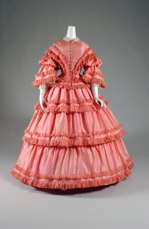 Дневное платье из шелковой тафты, 1857 год, США © The Museum at FIT