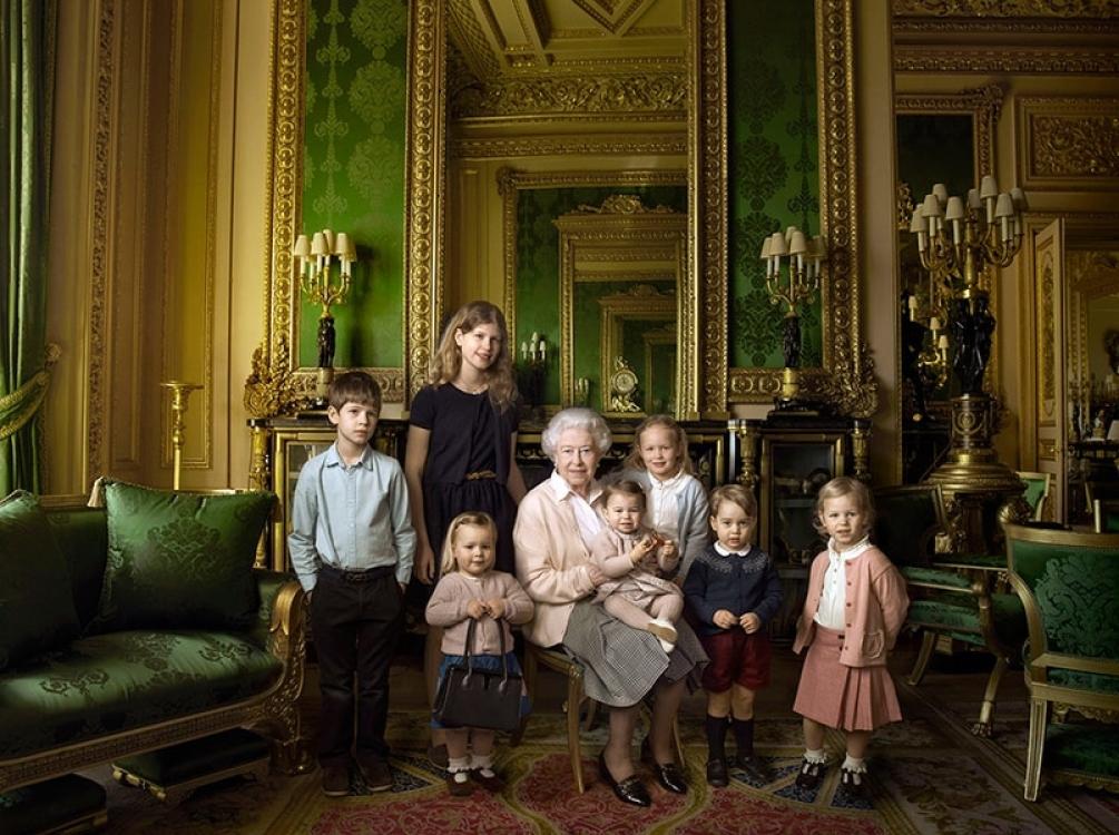 Принцесса Шарлотта на фото в честь 90-летия своей прабабушки королевы Елизаветы II, апрель 2016 года