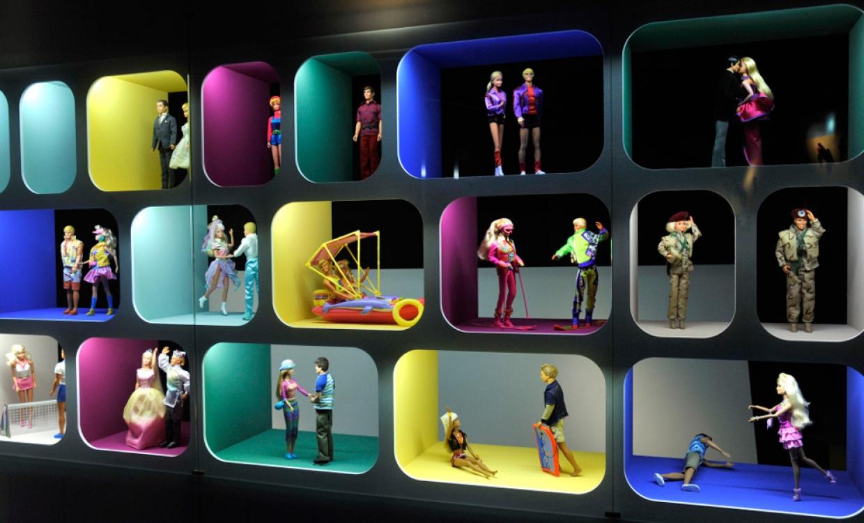 Экспозиция об отношениях Барби и Кена