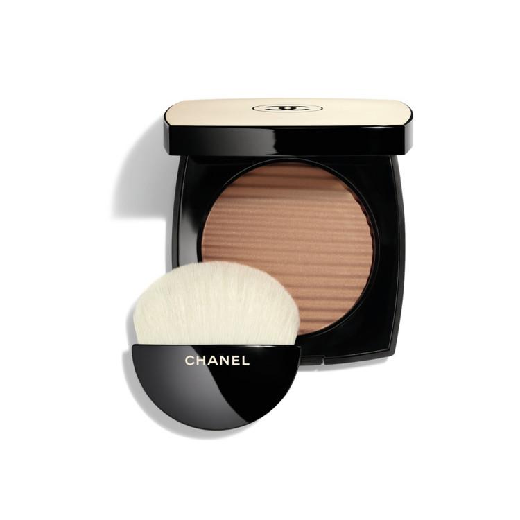 Пудра с эффектом естественного сияния кожи Les Beiges Healthy Glow Luminous Color оттенка Medium Deep, Chanel