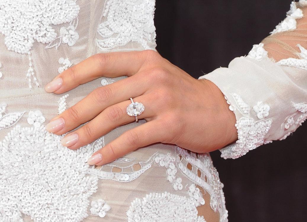 Шестикаратное обручальное кольцо Lorraine Schwartz