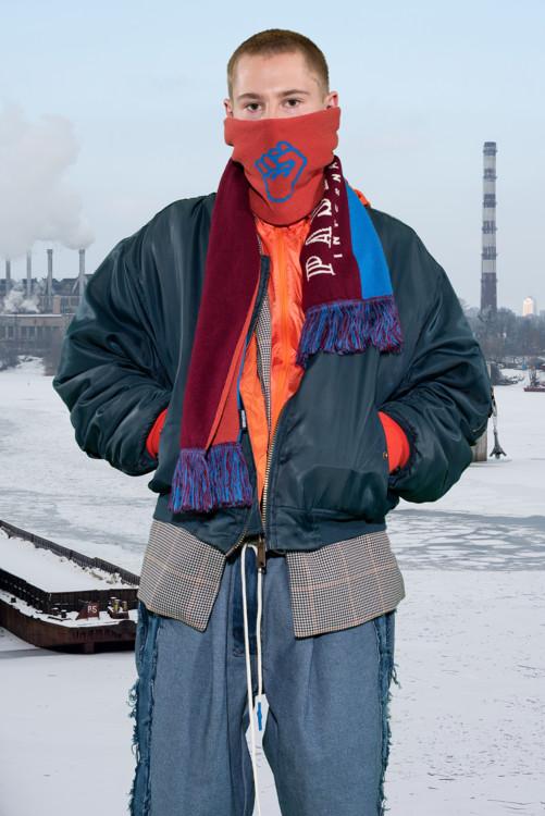 Джинсы LL_by Litkovskaya, бомбер Alpha Industries, пиджак HM studio,  шарф Pasdemer, олимпийка и перчатки Roeckl, кроссовки Saucony