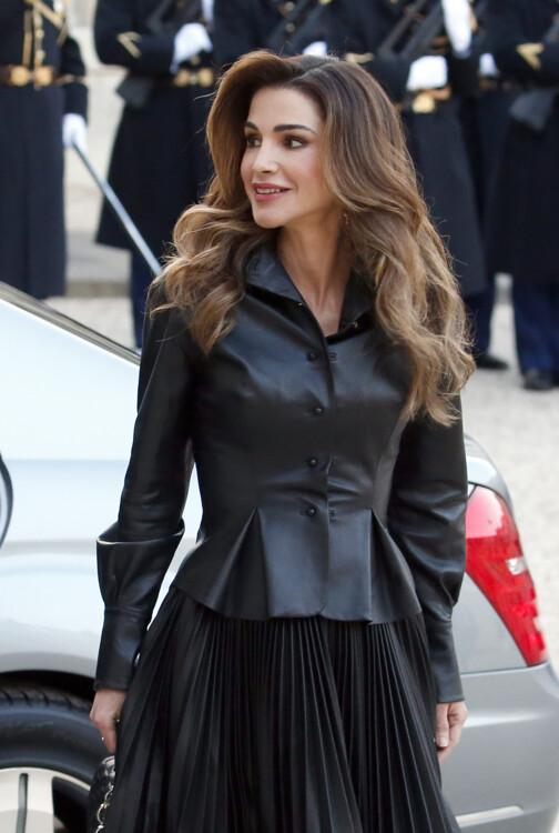 Королева Иордании Рания прибывает в президентский дворец в Елисейском дворце на встречу с президентом Франции Эммануэлем Макроном и его женой Брижит Макрон 29 марта 2019 года в Париже, Франция