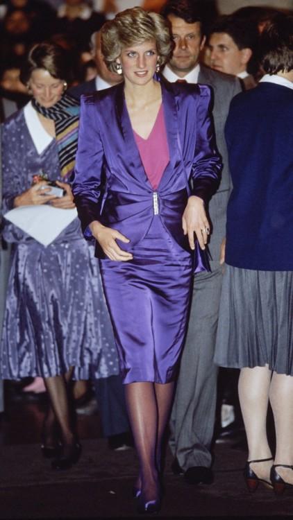 Принцесса Диана в костюме Bruce Oldfield на рок-концерте в Мельбурне