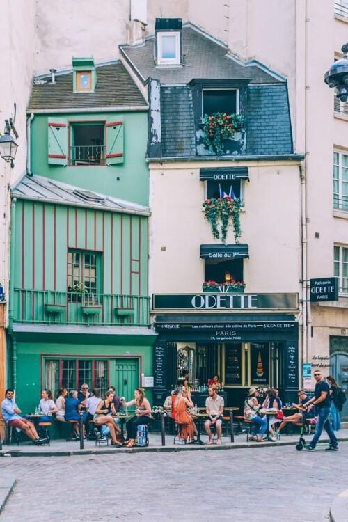 """Парижская патиссерия Odette находится в 5-ом округе на 77 Rue Galande. Сделайте фото и закажите лимонный """"Шу"""". Очень вкусно!"""