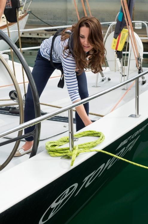 Кейт Миддлтон во время участия в яхтенном Кубке Америки, проходившем в гавани Окленда (апрель 2014)