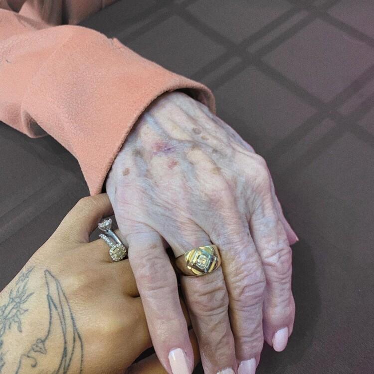 Аріана Гранде з бабусею