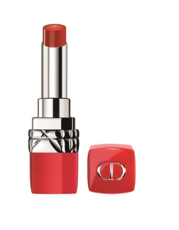 Из 26 оттенков первой в мире помады на водной основе Ultra Rouge № 999 Ultra, Dior, самый манящий – № 999. Насыщенный, полуматовый, чистый красный – эталон