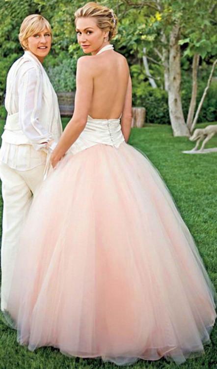 Порша де Росси в розовом платье Zac Posen