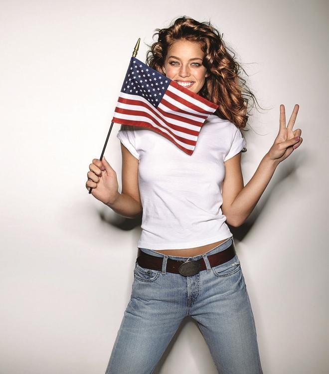 В съемке для американского Glamour, октябрь 2008