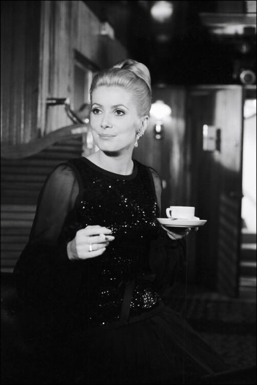 Катрин Денев в Yves Saint Laurent в фильме  Алена Кавалье «Капитуляция», 1968