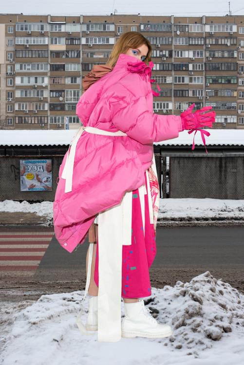 Платье и перчатки Yelizavetta Volosovska, пуховик IENKI IENKI, ботинки Dr. Martens