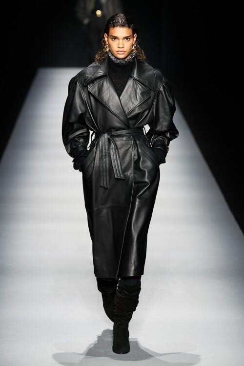 Самые модные кожаные пальто: черные пальто осень-зима 2020/2021 фото