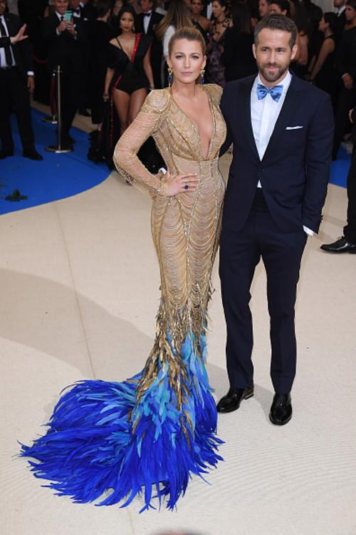 Блейк Лайвли и Райан Рейнольдс в Versace