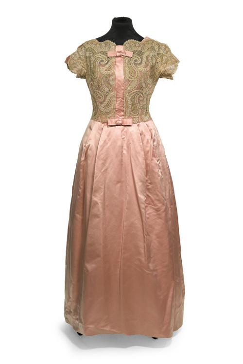 Розовое вечернее платье Victor Stiebel, приблизительно 1961 год, Estimate £200-300