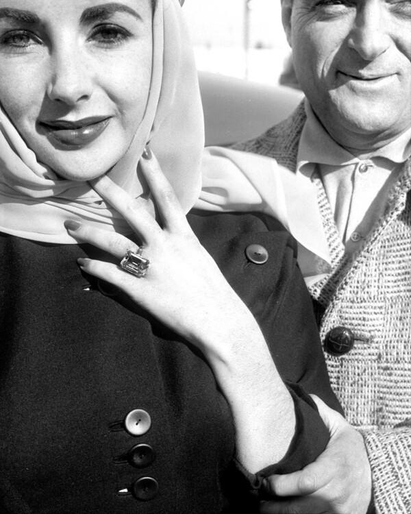 Обручальное кольцо с бриллиантами Элизабет Тейлор, которое подарил актрисе кинопродюсер Майк Тодд.