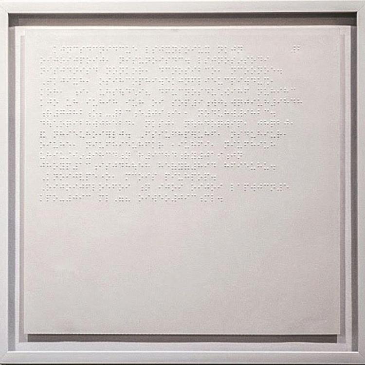 «Белый альбом», брайлевская бумага, металлическая рама, стекло, 2013. С первой страницы «Белого альбома» Джоан Дидион