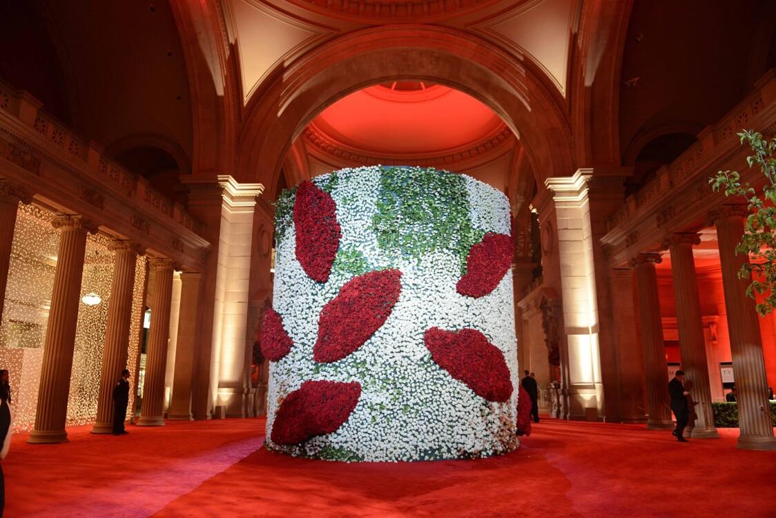 "Met Gala 2012: ""Chiaparelli and Prada: невозможные разговоры"""