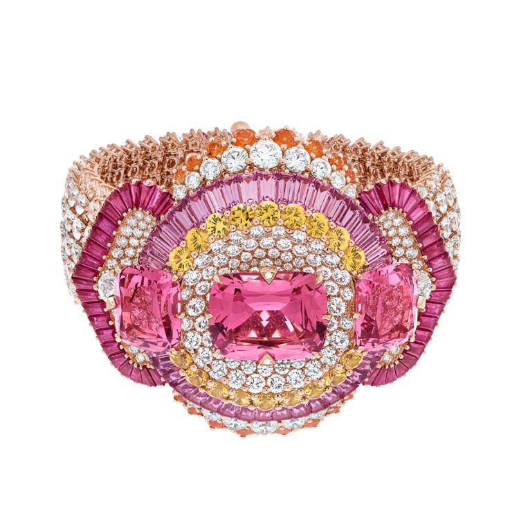 Розовое золото, бриллианты, розовые и желтые сапфиры, рубины, три розовые шпинели общим весом в 31,17 карат