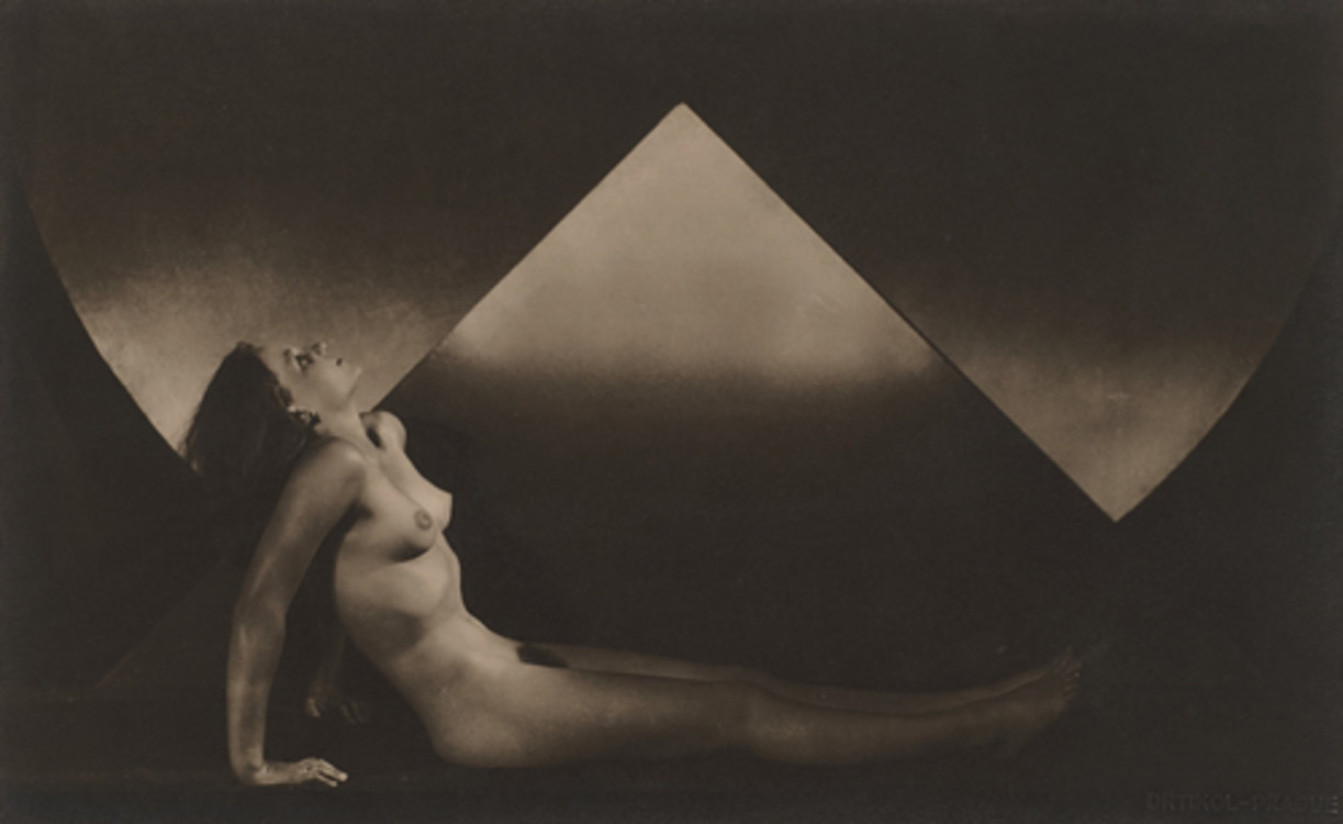 Triangle Nude - 1924 František Drtikol, courtesy Robert Koch Gallery