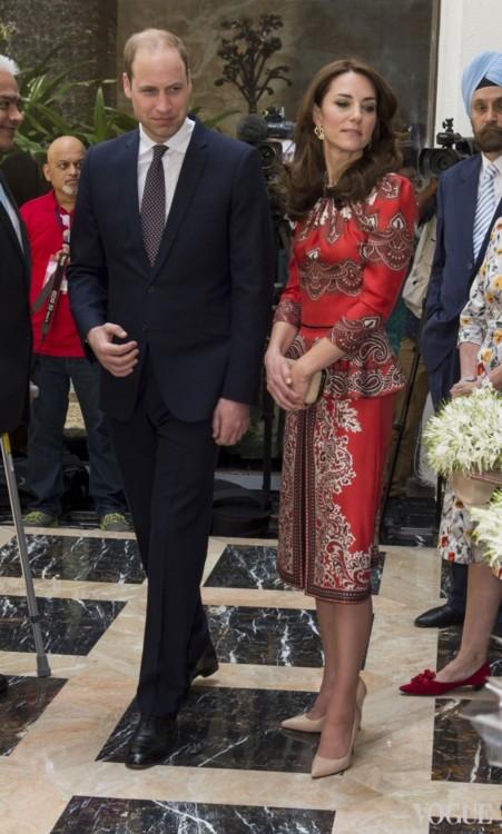 Герцогиня Кембриджская в Alexander McQueen в турне в Индии