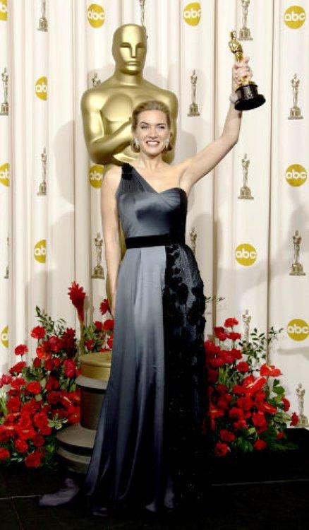 2009 год: Кейт Уинслет в платье Yves Saint Laurent