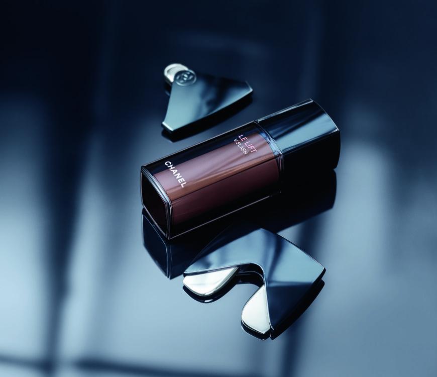 Массажер для кожи Le Lift, Chanel. Заостренным кончиком можно будет прорабатывать область под бровью, а двойным - делать лимфодренажный массаж. Он на треть усиливает действие средств Le Lift