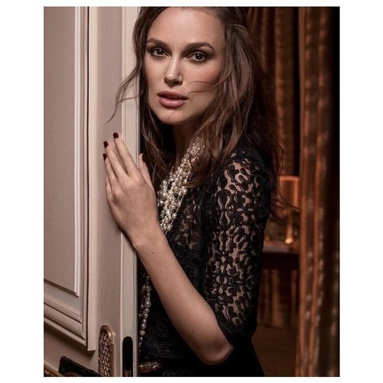 Кира Найтли в рекламной кампании Chanel Mademoiselle, прическа: Одиль Жильбер