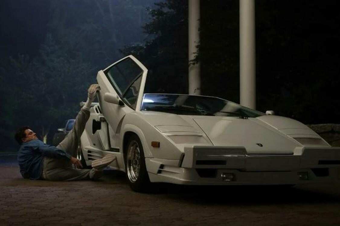 "Lamborghini Countach (1988) был автомобилем Леонардо Ди Каприо, когда тот играл брокера Джордана Белфорта в комедии ""Волк с Уолл Стрит"" (2013). Photo: Paramount"