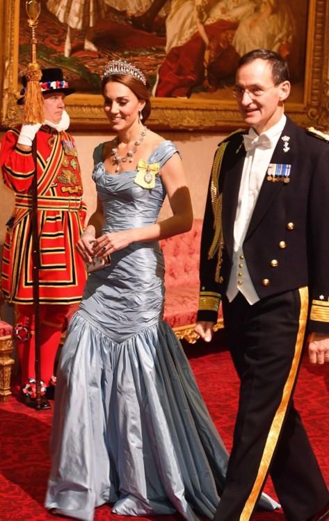 Герцогиня Кембриджская в платье в Alexander McQueen и тиаре Cambridge Lover's Knot