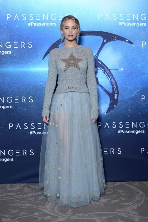 """Дженнифер Лоуренс в Dior на премьере драмы """"Пассажиры"""