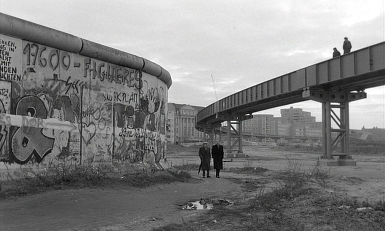 "Кадр из фильма ""Небо над Берлином"", 1987"