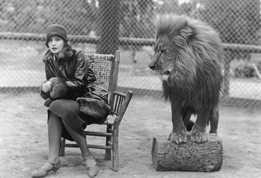 Грета Гарбо і лев Лео, талісман студії MGM