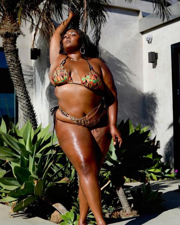 Лиззо в Ashanti Swimwear