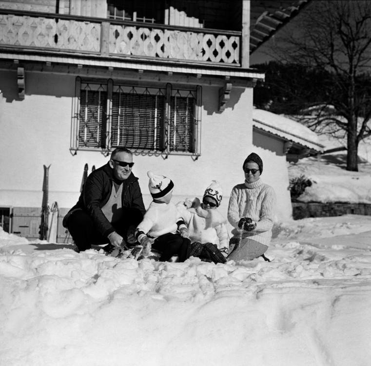 Князь и княгиня Монако с детьми, 1963 год