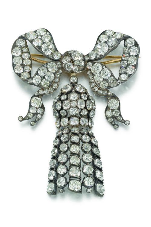 Бриллиантовая брошь, середина XIX века, Estimate £25,000-35,000