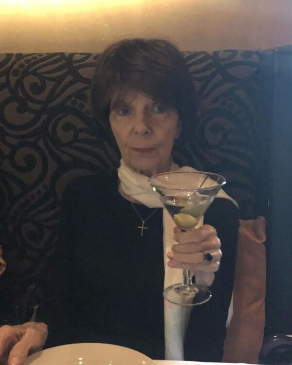 Кендалл Дженнер поділилася фотографією своєї бабусі