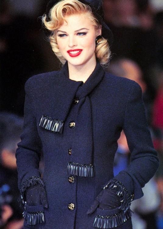 Ева Герцигова на показе Chanel