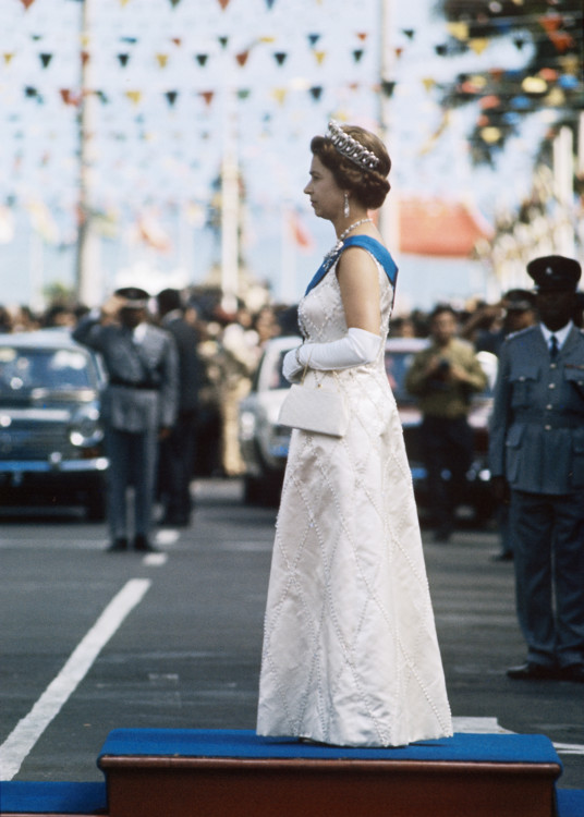 Єлизавета II в Порт-Луї після туру Азією 1972 року