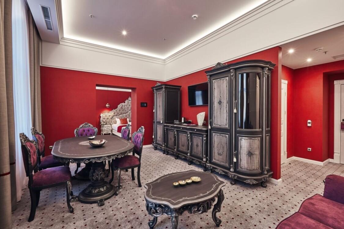 Люкс высшей категории в Grand Hotel Lviv Luxury & Spa