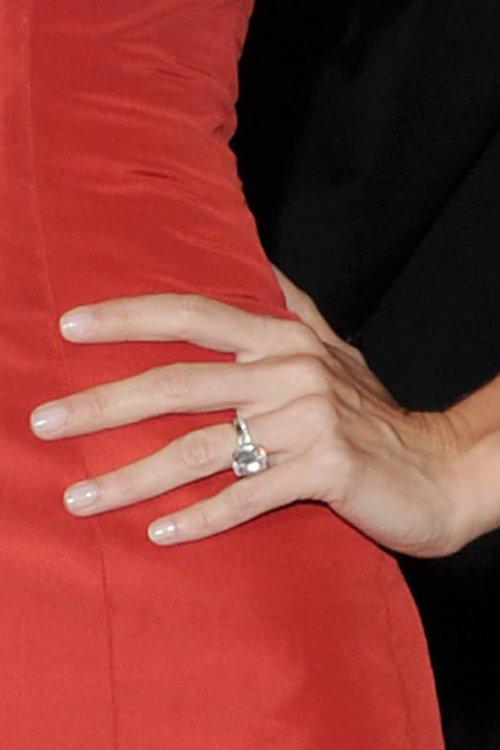 Жизель Бюндхен носит бриллиант-солитер весом 4 карата и стоимостью 145 тысяч долларов