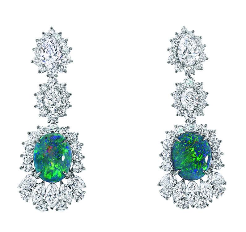 Серьги  Fascinante Opal  из коллекции Dior et d'Opales, белое золото, бриллианты, черный опал, Dior High jewellery