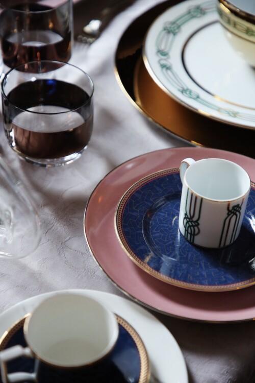 Блюдо з колекції Passion, Porcel; чашка кавова, тарілка обідня, салатниця – все з колекції Liberty, Porcel; тарілка з колекції Byzance, Wedgwood
