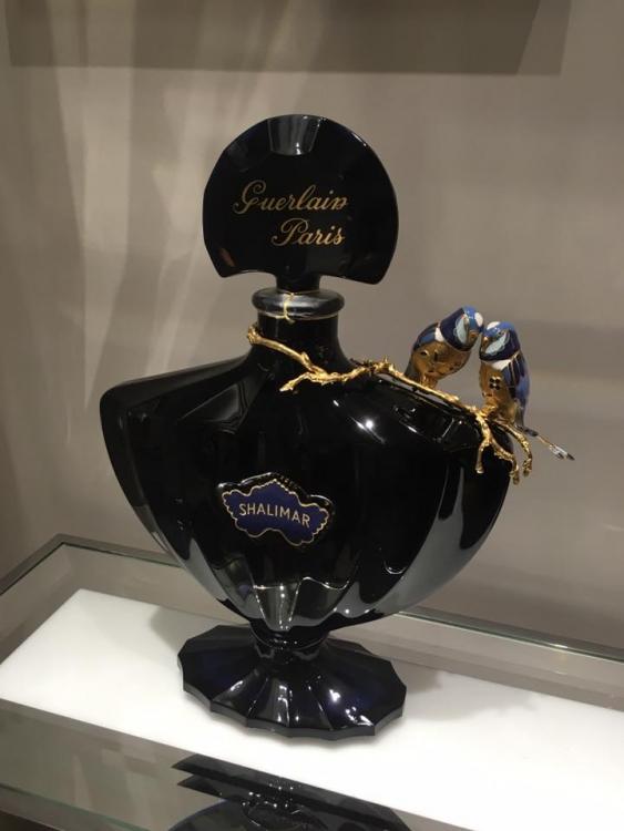 Флакон Shalimar, одного из главных парфюмов Дома Guerlain, выпущенный к юбилею аромата