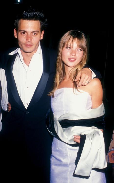 Джонни Депп и Кейт Мосс во время премии «Оскар», 1995