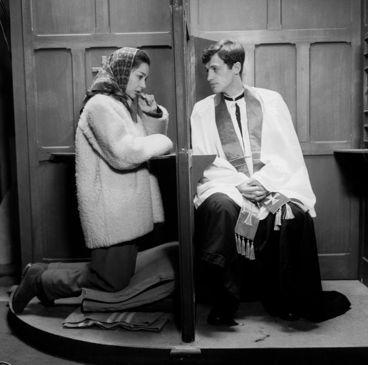 """С актрисой Эмманюэль Ривой на съемках фильма """"Леон Морен, священник"""", 1961"""