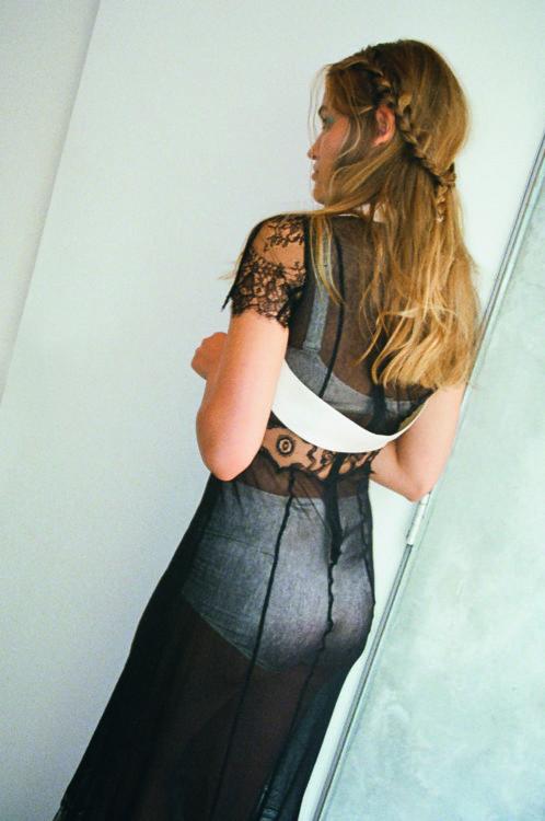 Платье из органзы и кружева, Natasha Zinko; комплект шелкового белья, Dolce & Gabbana