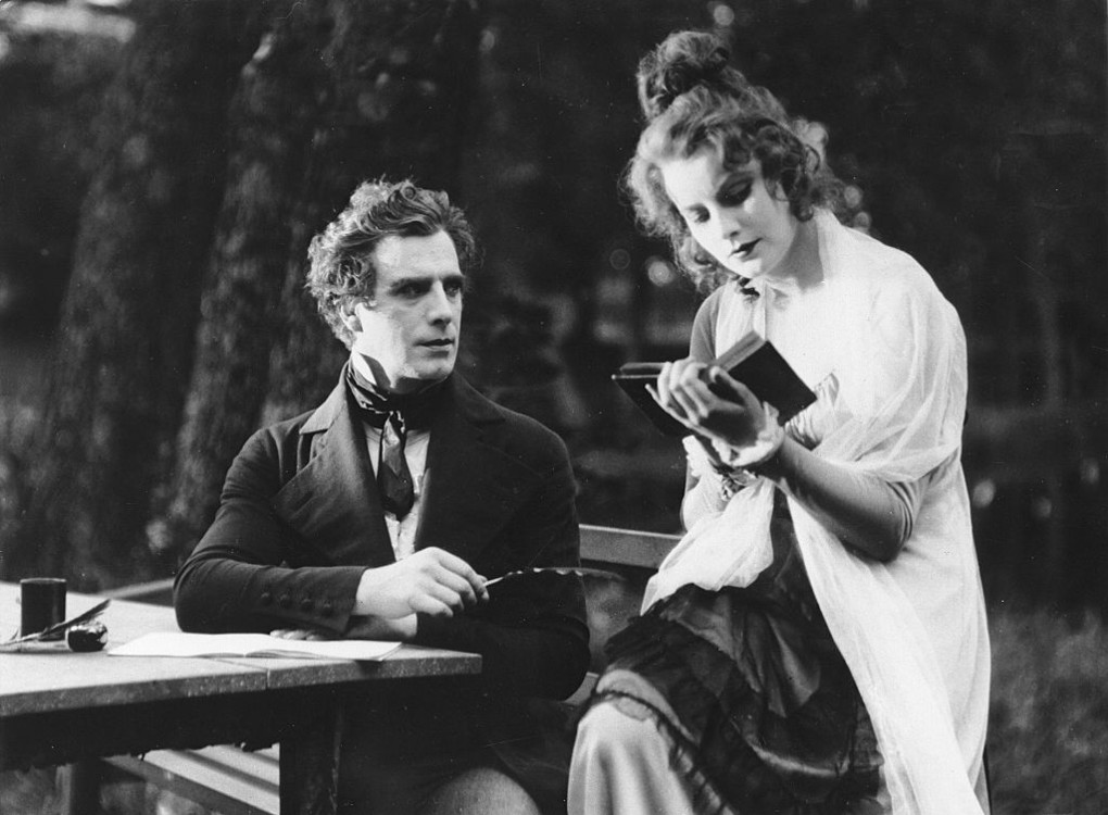 Грета Гарбо і Ларс Гансон на зйомках фільму Сага про Йоста Берлінге, 1924