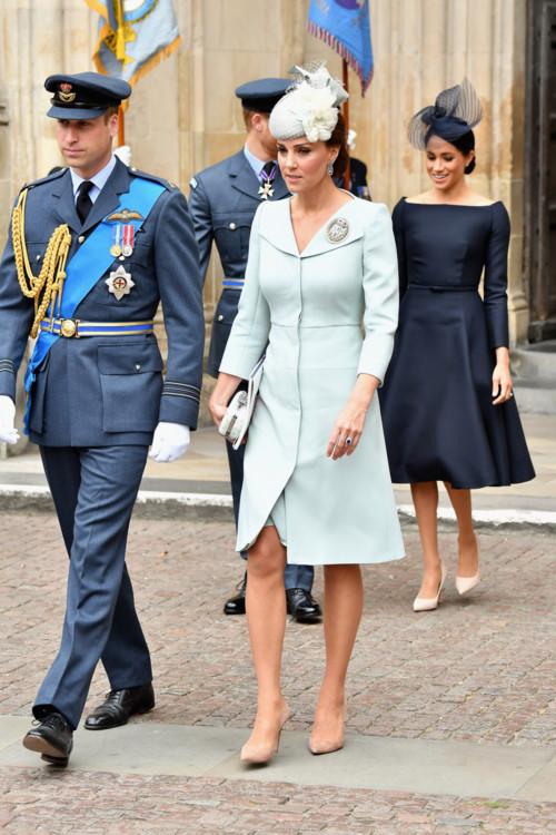 Герцогиня Кэтрин в Alexander McQueen на праздничной службе в Букингемском дворце